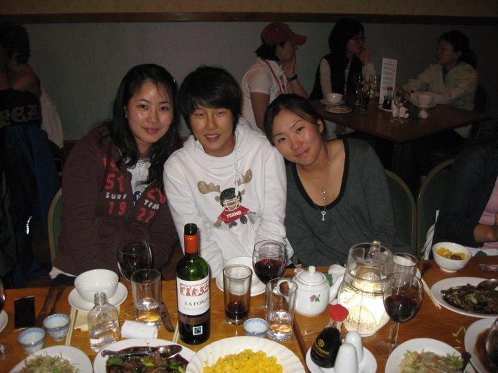 Chinese Food Restaurant - Happy Customers enjoying banquet