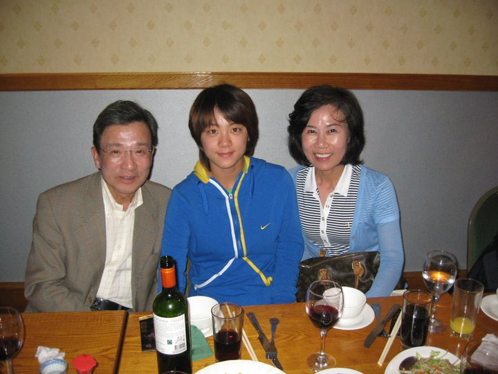 Restuarant Chinese Food - 3 Friends Enjoying Chinese Food